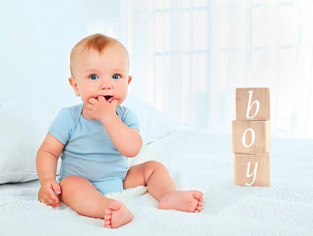 Ребенок сидит в 7 месяцев