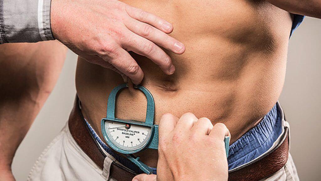 Измерение процента содержания жира в организме мужчины
